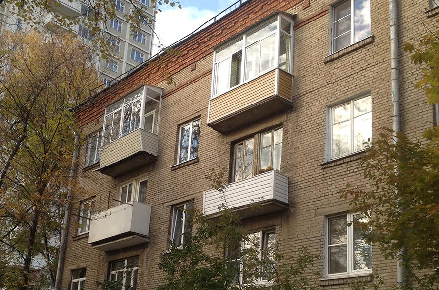 вид дома сталинка с крышей
